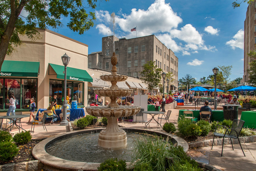 Ardmore's Suburban Square Embracing Lifestyle Concept