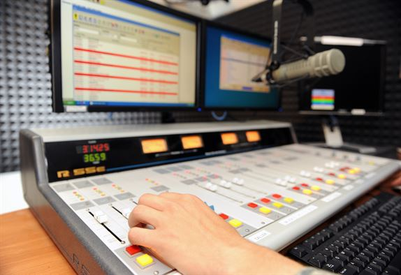 Entercom, based inBala-Cynwyd, to buy 2 Missouri radio stations for $15M