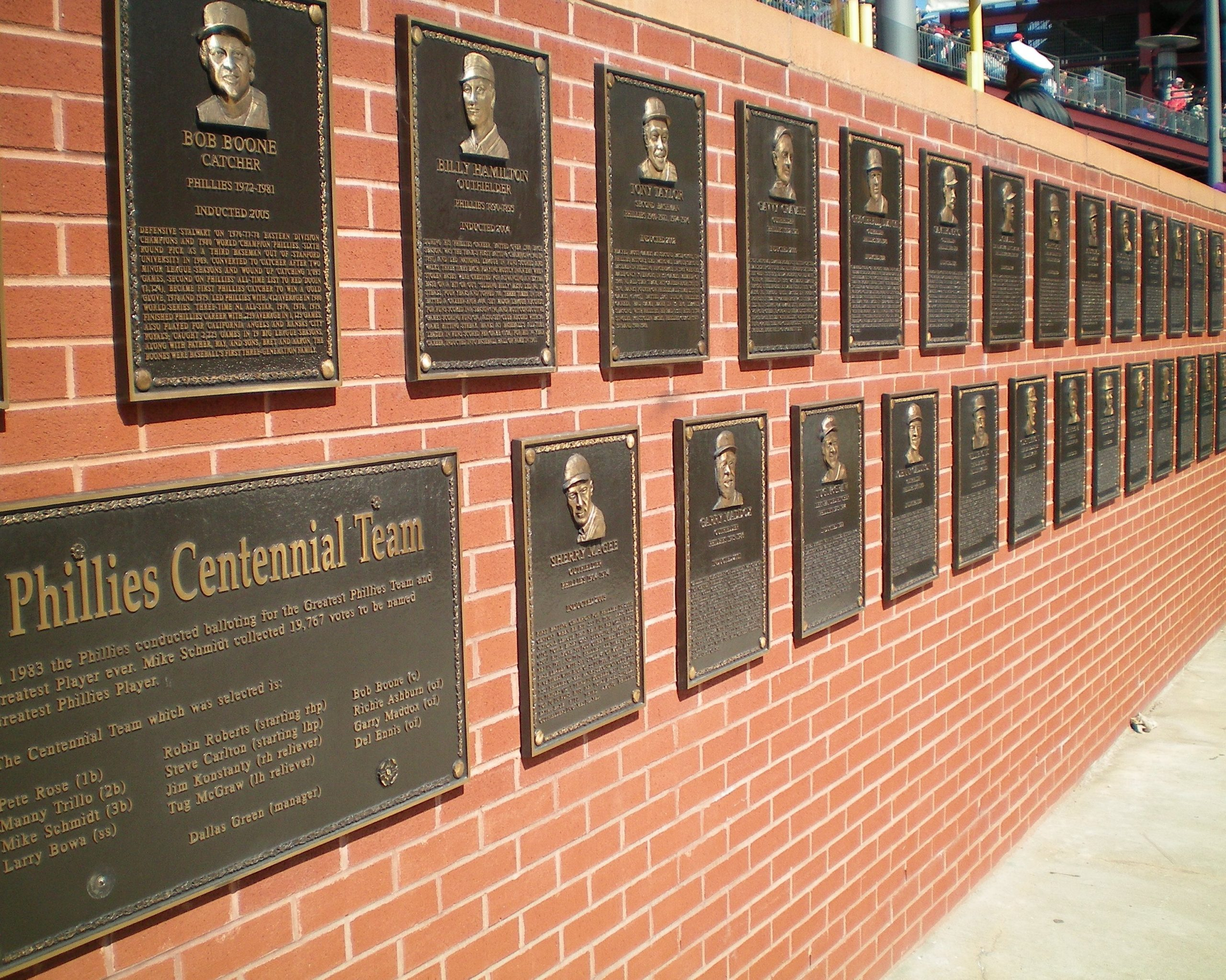 Gillick, Halladay to be inducted to Phillies' Wall of Fame
