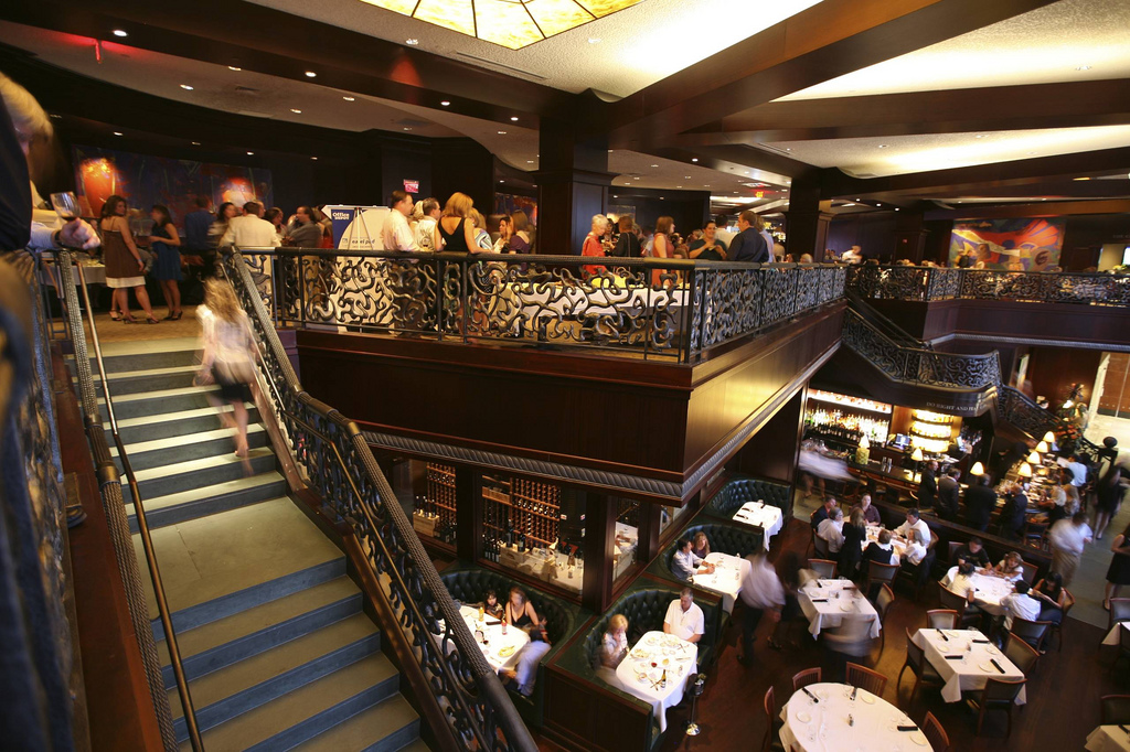 Del Frisco's adopts 'poison pill' to block sale