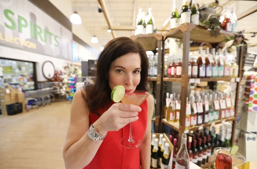 With nonalcoholic drinks lacking at corporate events, Berwyn woman quits job to build 'Mocktail' empire