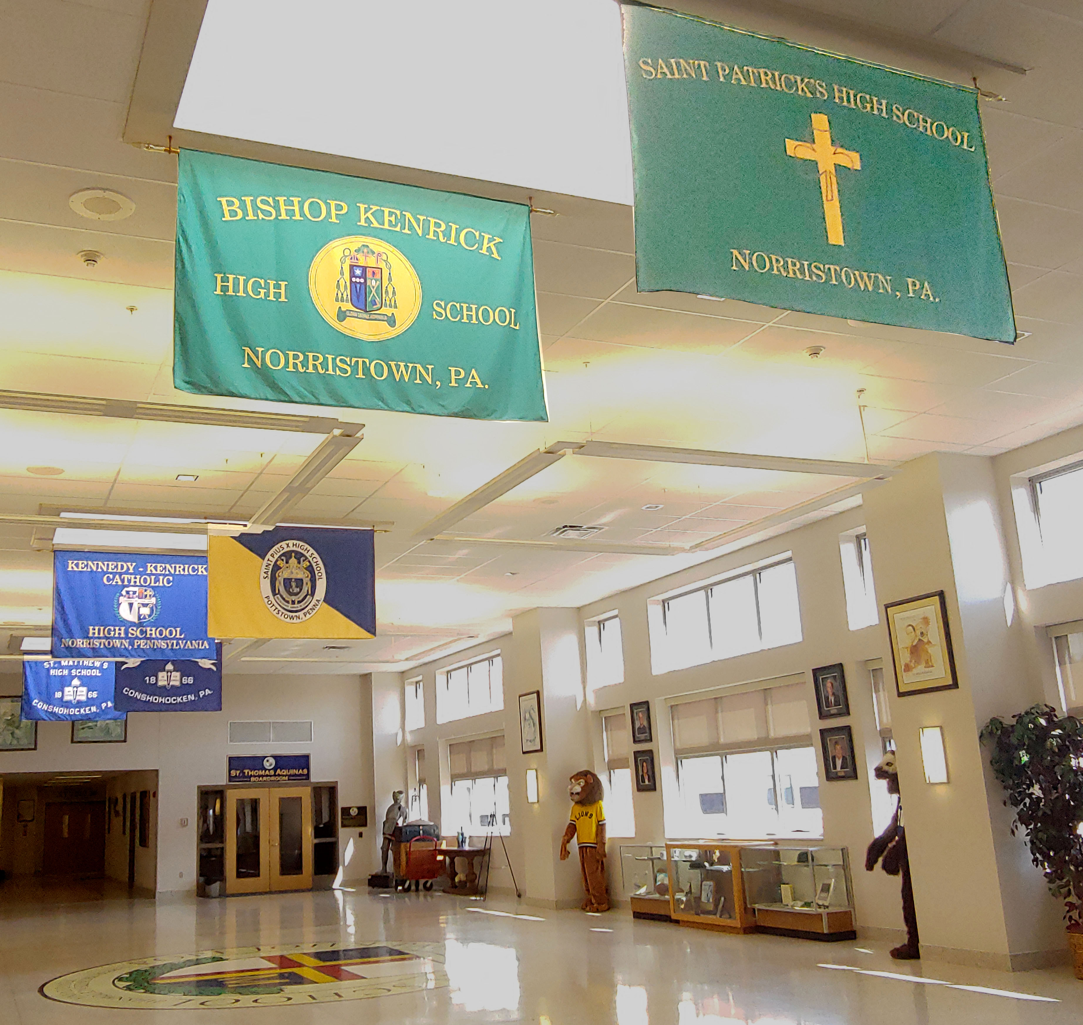 Pope John Paul II High School opens its doors to legacy school alumni