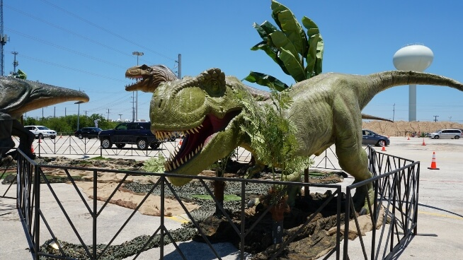 Life-Like Dinosaur Drive-Thru Experience Coming to Oaks in September