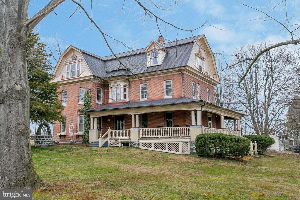 Malvern Bank House of the Week: Lovely Colonial with Victorian Flair in Schwenksville