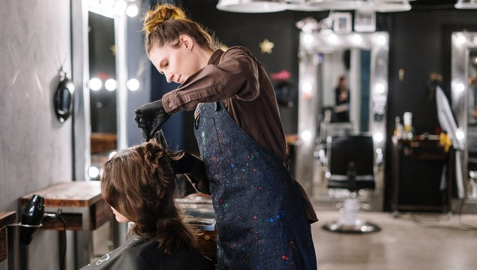 woman giving haircut in beauty salon