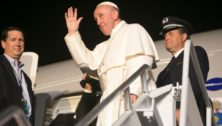 Governor Wolf and First Lady Wolf Bid Farewell to Pope Francis