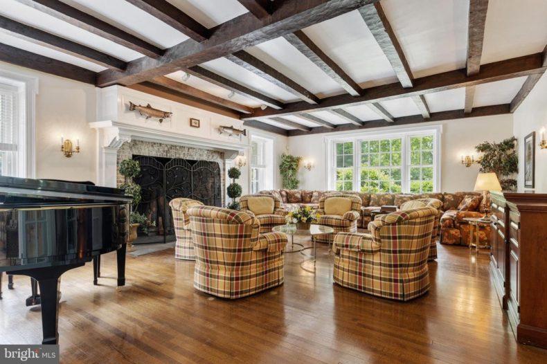 Hopeland Manor for sale Montco living room