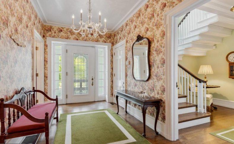 wyncoye hopeland manor entryway house