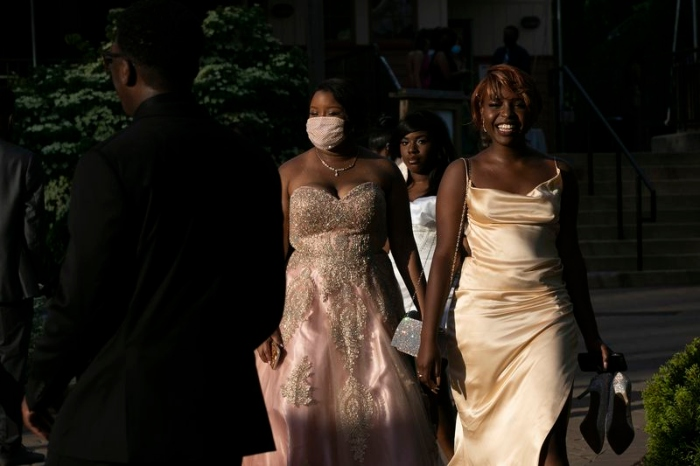 Students arrive for the Cheltenham High School prom at the Elmwood Park Zoo in Norristown, Pa.