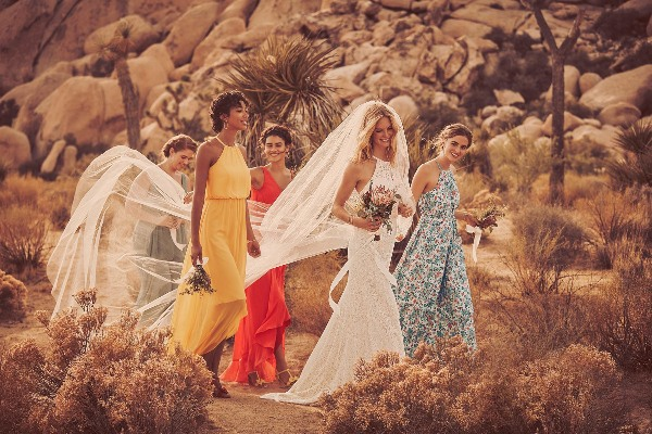 Bride and her friends walking in the desert, using the Diamond Loyalty Program.