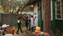 kids walking to a door
